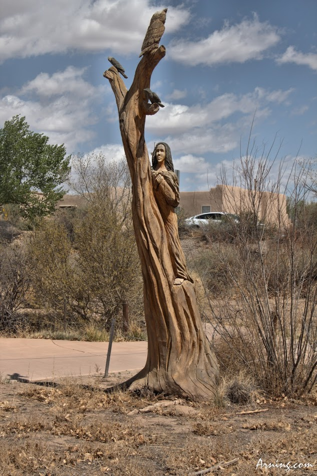 Cottonwood sculpture by Mark Chavez in the Pueblo Montaño Picnic Area